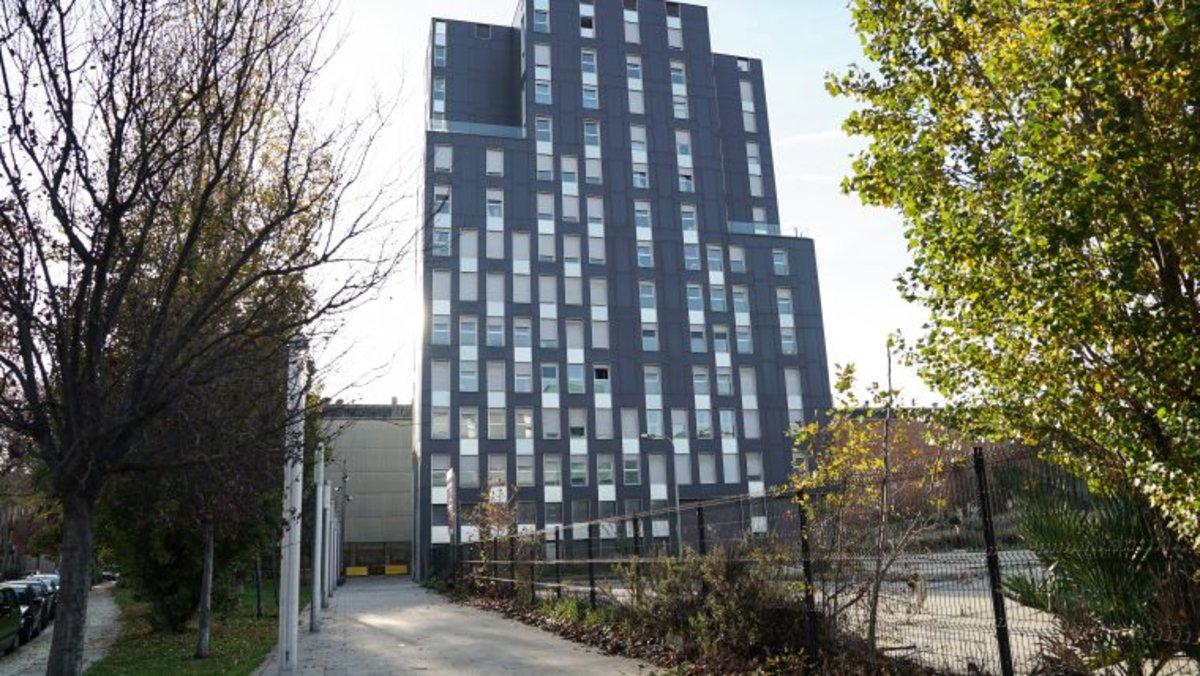 Nuevo edificio adquiridoen la calle del Encuny, en la Marina del Prat Vermell.