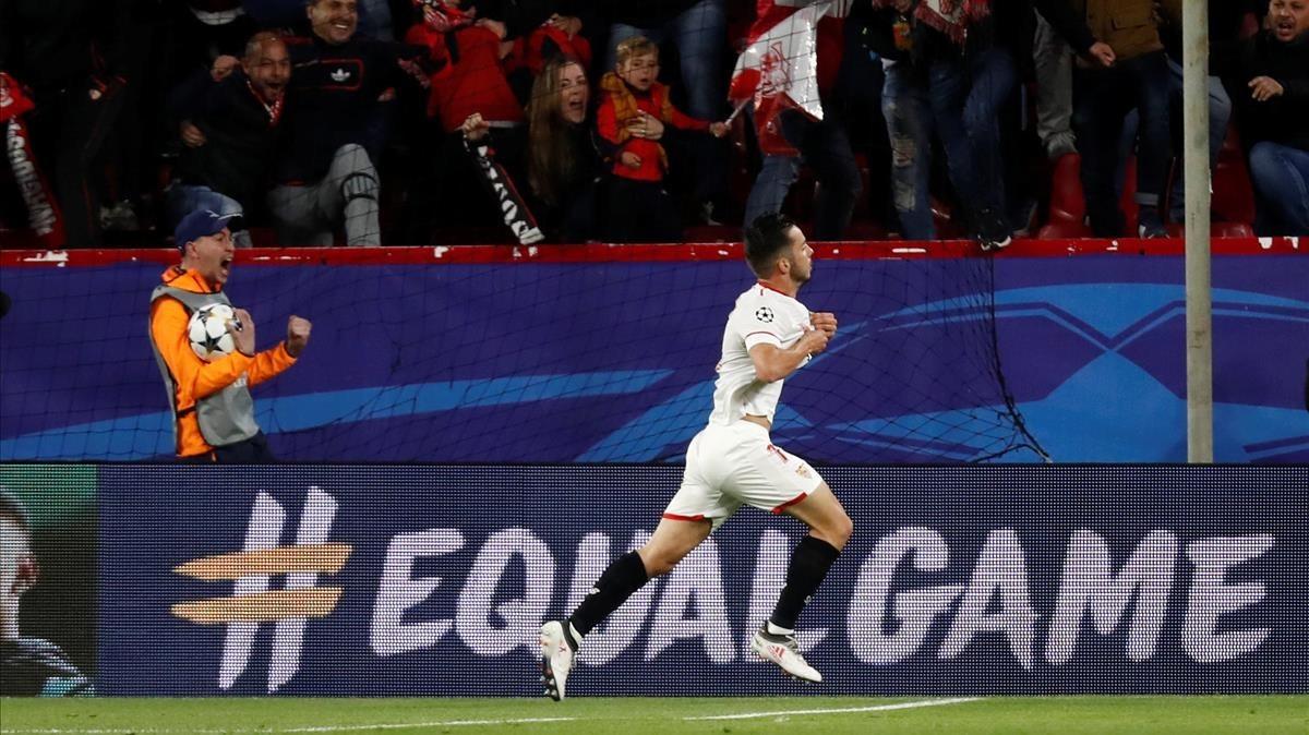 Pablo Sarabia celebra el primer gol del Sevilla al Bayern.