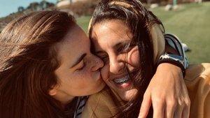 Patricia Curbelo y Teresa Abelleira mostrando su amor.