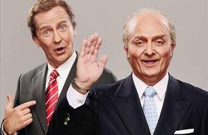 Queco Novell (izquierda) y Toni Albà, como Felipe y Juan Carlos en el programa de humor Polònia.