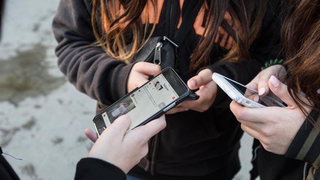 Se prohíbe por ley grabar imagen o audio en las escuelas de Asturias.