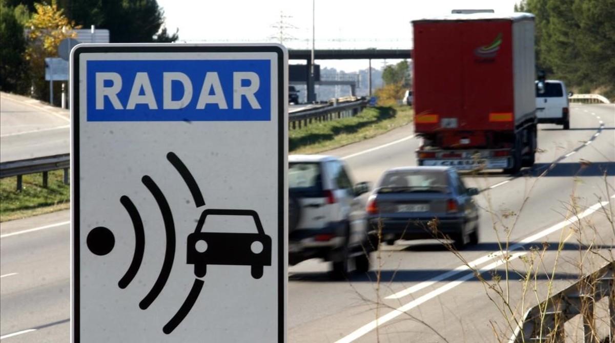 Un radar fijo en la autopista C-58, entre Sant Quirze y Terrassa.