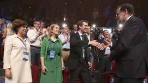 Rajoy, con los candidatos Casado y Santamaría y la presidenta del Congreso de los Diputados, Ana Pastor.