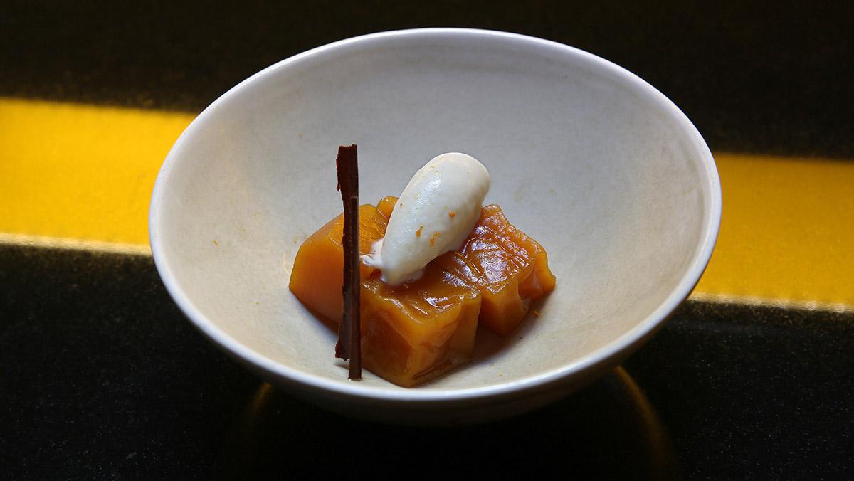 Rafael Panatieri, chef del restaurante Roca Moo, te explica cómo hace la receta de compota de calabaza con helado de vainilla.