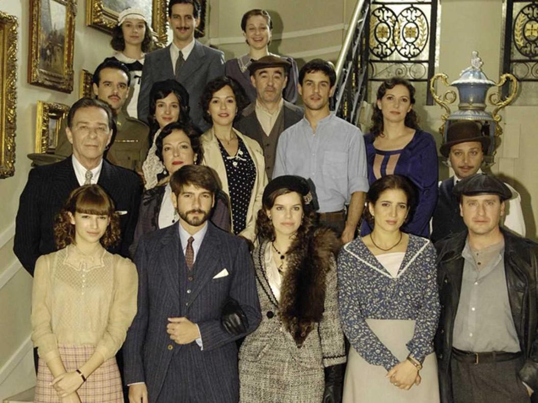 Imagen con todos los protagonistas de la serie de TVE '14 de abril. La República'.