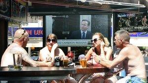 Residentes británicos en un pub de Alicante.