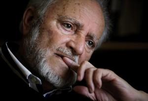 Retrato de Julio Anguita, excoordinador federal de Izquierda Unida durante una entrevista en Córdoba.