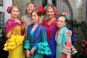 El rey Guillermo Alejandro de los Países Bajos, la reina Máxima, y sus tres hijas Amalia, Alexia y Ariana,