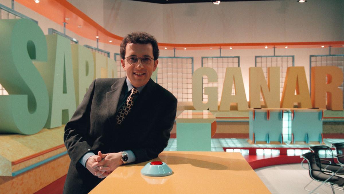 Jordi Hurtado, en la presentación del concurso cultural 'Saber y ganar', en TVE-Sant Cugat, en 1997.