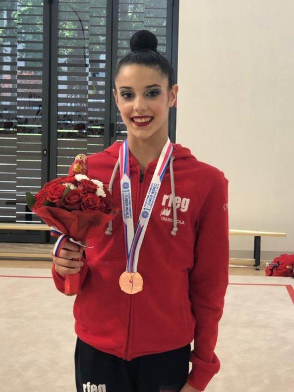 Salma Solaun, con la medalla de bronce en el Mundial junior de gimnasia rítmica.