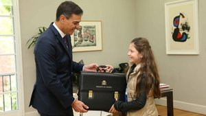 Sánchez entrega a Irene la cartera de presidente del Gobierno