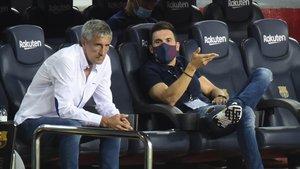Setién y su ayudante Eder Sarabia durante el Barça-Osasuna del Camp Nou.