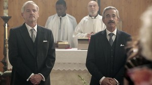 Jordi Rebellón e Imanol Arias, en el último episodio de la 17ª temporada de la serie de TVE-1 Cuéntame cómo pasó.