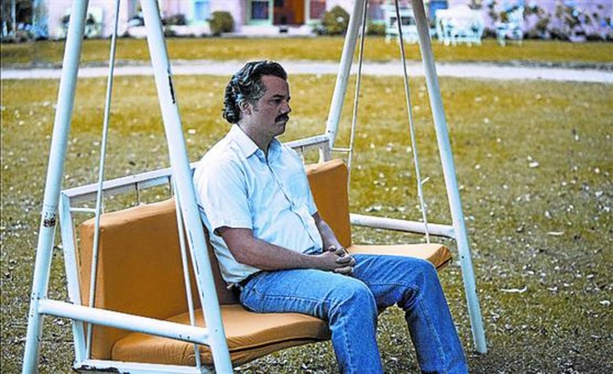 El actor brasileño Wagner Mourainterpreta al narcotraficante Pablo Escobar en la serie de Netflix 'Narcos'.