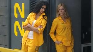 Las actrices Alba Flores y Maggie Civantos,en el plató de la serie Vis a vis.