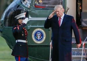Trump, en enero, llega ayer a la Casa Blanca tras pasar el fin de semana en Florida.
