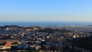 Una vista sobre Barcelona en la que se puede observar la capa de contaminación.