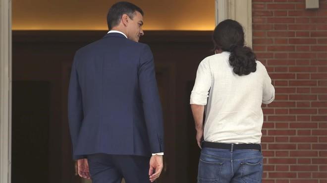 Pedro Sánchez recibe a Pablo Iglesias en la Moncloa, el pasado 6 de septiembre.