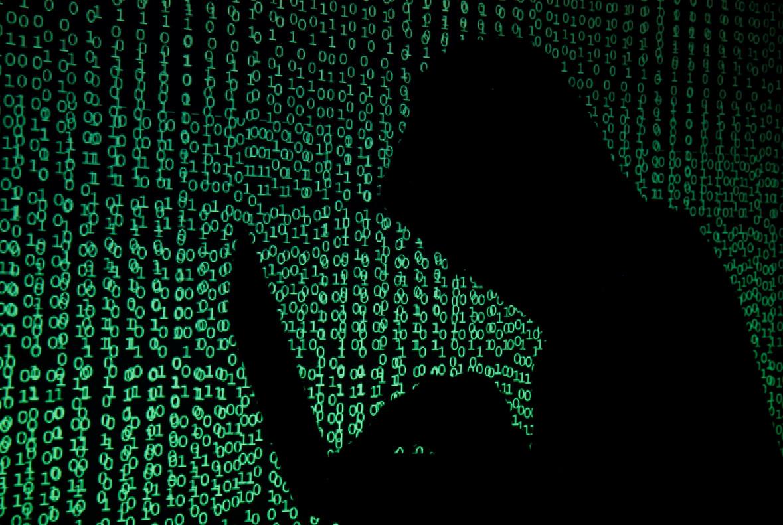 Un hacker con un ordenador, en una foto de archivo