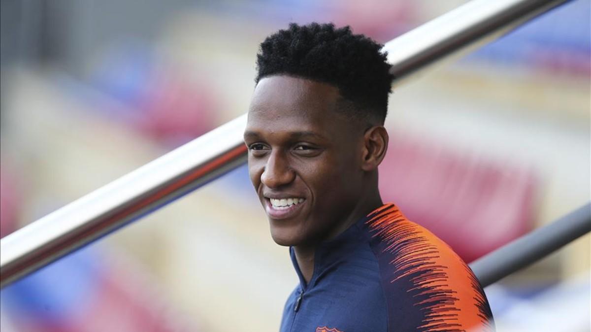Yerry Mina en un entrenamiento con el Barcelona