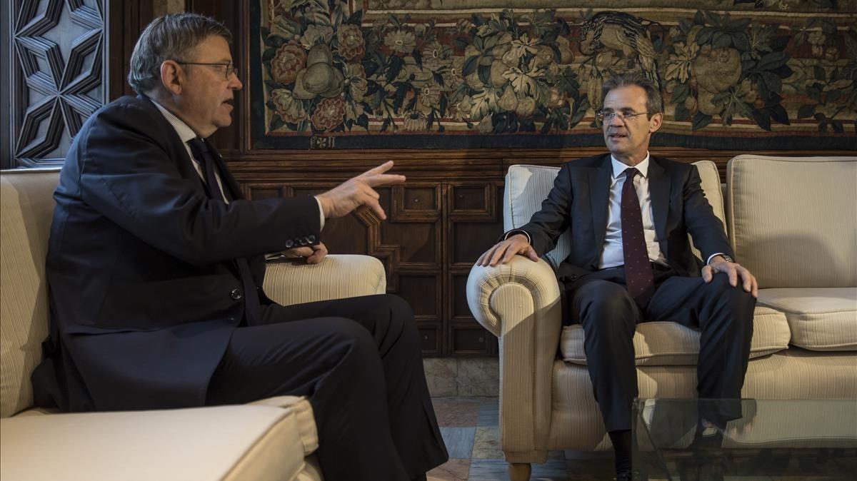 Ximo Puig y Jordi Gual, en su encuentro de este lunes.