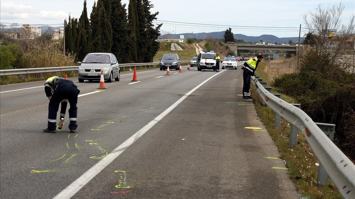 Punto de la C-31 en Vilanova i la Geltrú donde tuvo lugar el accidente de moto donde murieron dos personas el sábado.