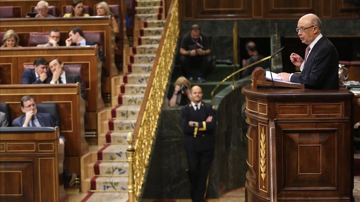 El ministro de Hacienda, Cristóbal Montoro, durante el debate de los Presupuestos en el pleno del Congreso.