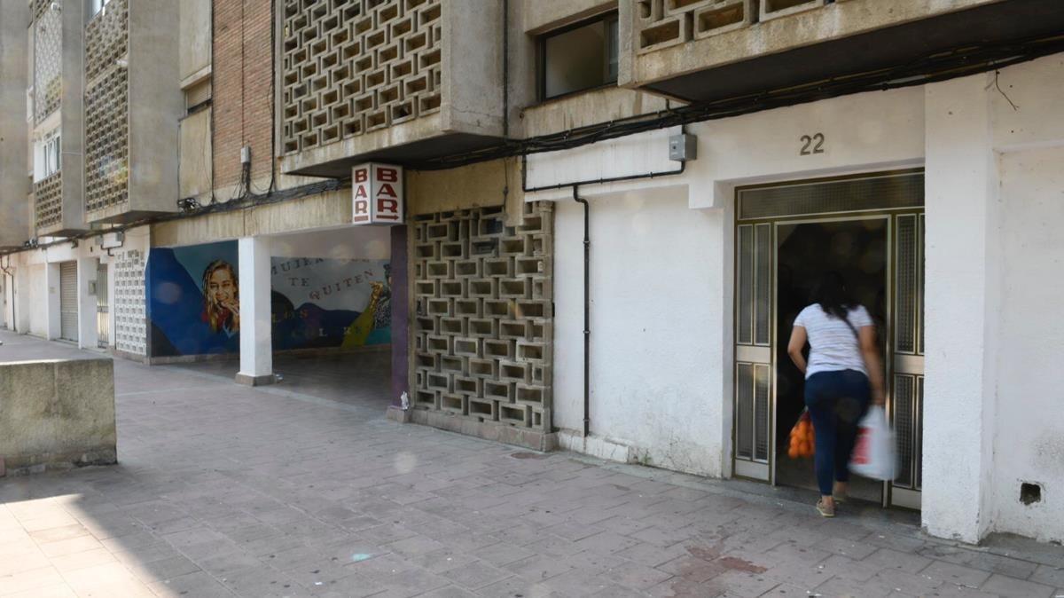 Portal de Cuitat Meridiana donde residía la cuarta víctima de la violencia machista en Catalunya.