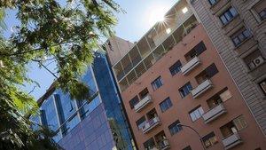 La fachada de la Casa Rodríguez Arias, ejemplo de arquitectura racionalista el edificio toma el nombre de su autor, Germán Rodríguez Arias, uno de los fundadores del GATPAC.