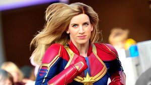 La Capitana Marvel, 'trabajando' en Disneyland París.
