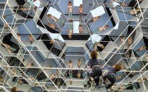Vertigen de miralls al CosmoCaixa