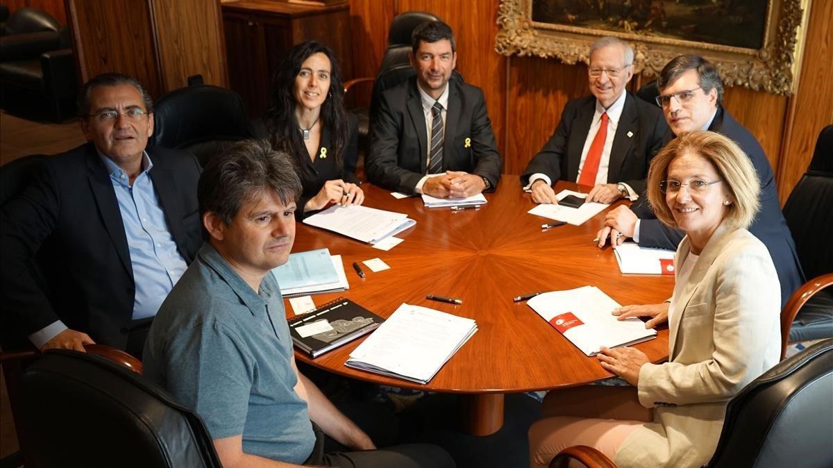 Valls se reúne con la futura nueva dirección de la Cambra