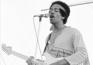 Jimi Hendrix empezó su actuación en Woodstock el lunes a las nueve de la mañana.