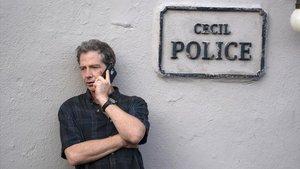 Ben Mendelsohn, en una imagen del episodio final de 'El visitante'.// HBO