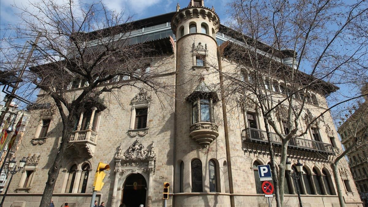 La Diputació de Barcelona aprova una moció per tornar a penjar el llaç groc