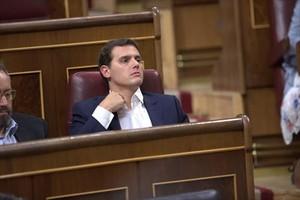Albert Rivera, ayer por la tarde, en su escaño.