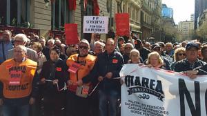 Manifestación de los pensionistas camino de la Delegación del Gobierno, en Barcelona, el 17 de marzo.