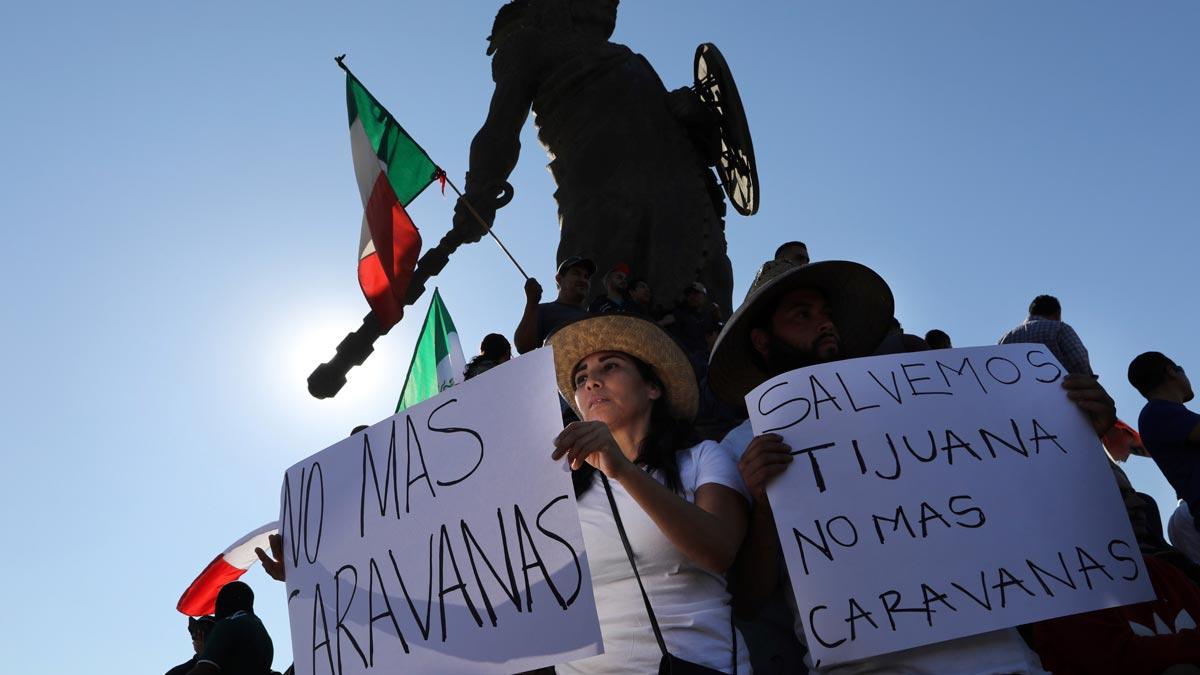Unas 150 personas protestan en Tijuana contra la caravana de migrantes