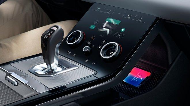Interior de un Range Rover de transmisión automática