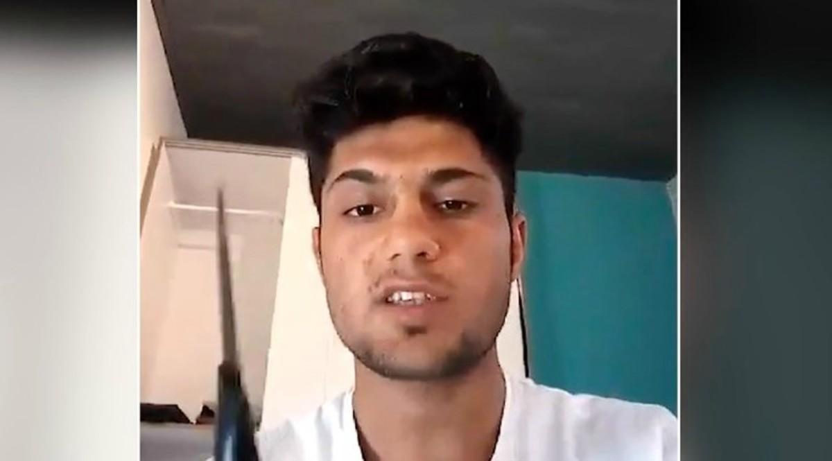 Imagen del vídeo difundido por el Estado Islámico con el joven que atacó a viajeros en un tren en Alemania.