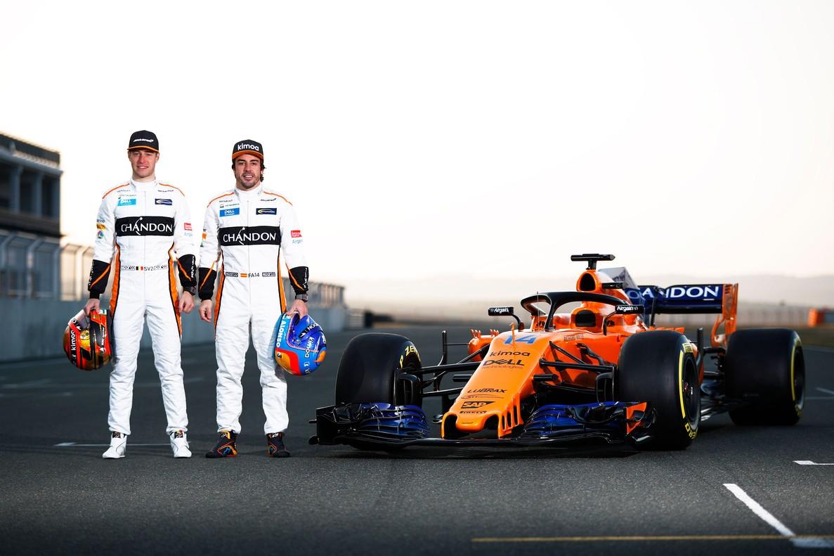Alonso yVandoorne, en la foto de promoción de su equipo.