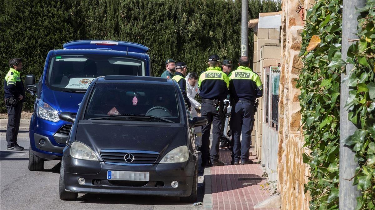 Aparecen en la entrada de su casa los cuerpos sin vida de Antonia y de Miguel Ángel, madre e hijo residentes en la calle Asturias del Municipio Murciano de Las Torres de Cotillas.
