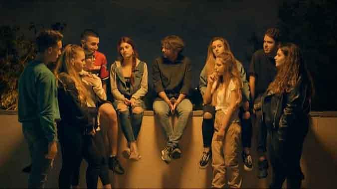 Évole, con un grupo de jóvenes de 18.