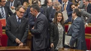 Artur Mas, Santi Vila e Inés Arrimadas, al final de la sesión matinal del Parlament.
