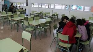 Aula del instituto de Valls, con un grupo de alumnos que no han tenido clase.