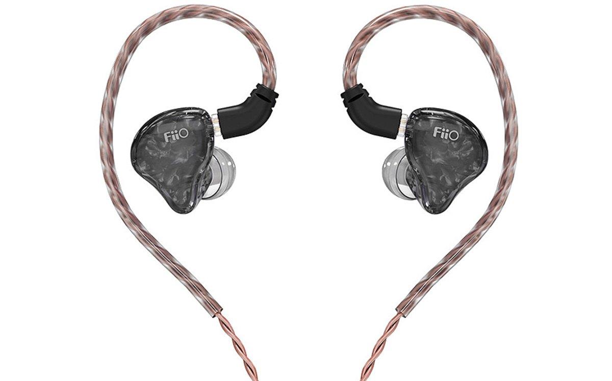 Auriculares FiiO modelo FH1s.