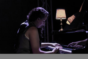 Bárbara Granados interpreta al piano obrascompuestas por su bisabuelo.