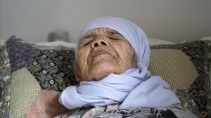 Bibihal Uzbeki, refugiada afgana de 106 años.
