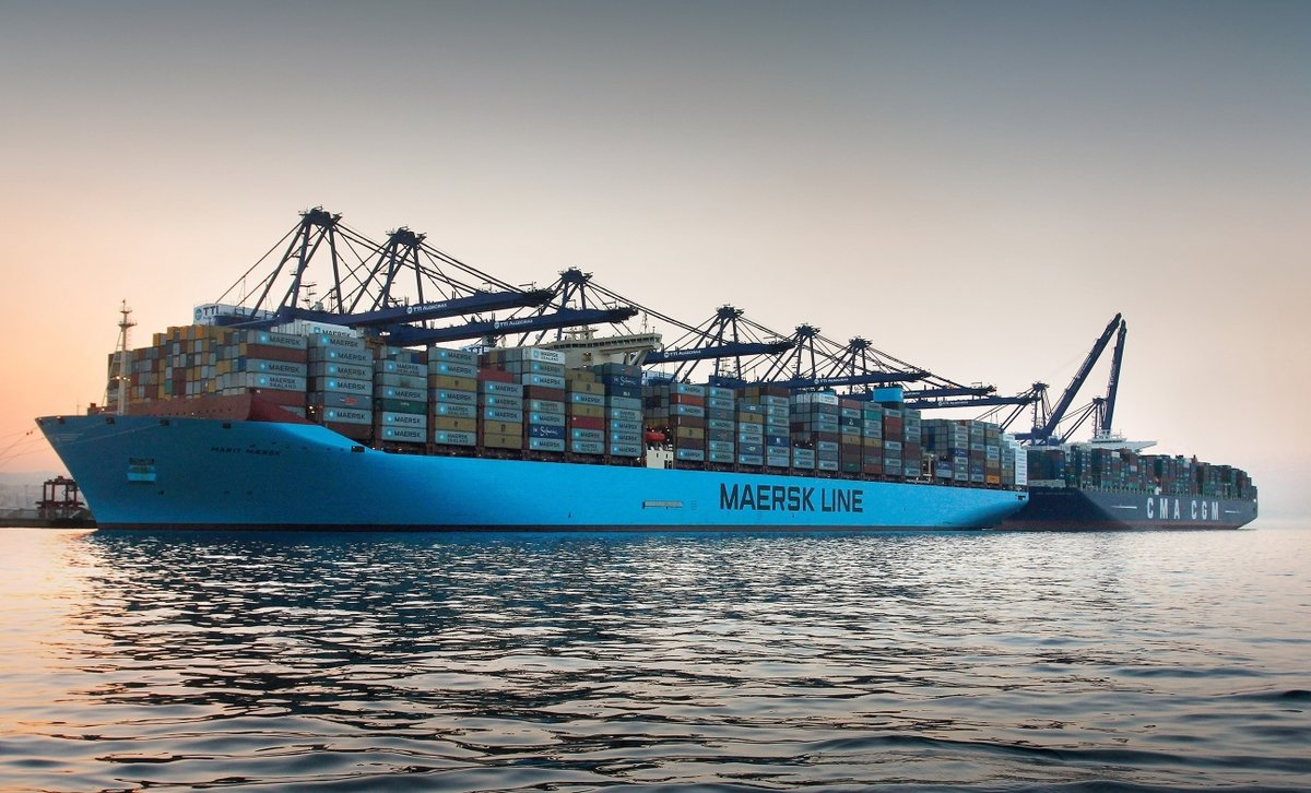 Buque de mercancías en el puerto de Algeciras.
