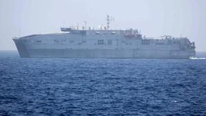 El barco de la Marina de EEUU que rescató a los inmigrantes.